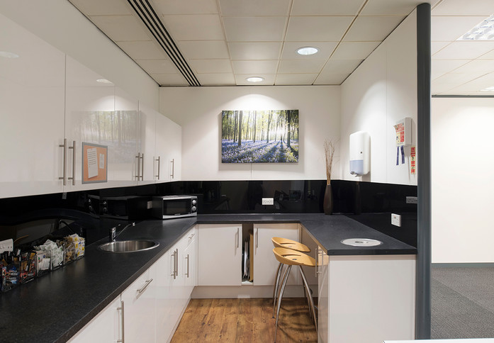 Clarendon road RH1 office space – Kitchen