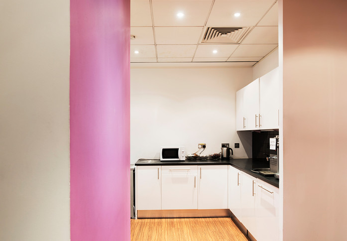 Bath Road UB7 office space – Kitchen