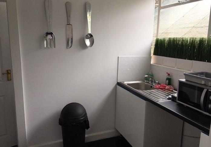 Rockingham Road UB8 office space – Kitchen