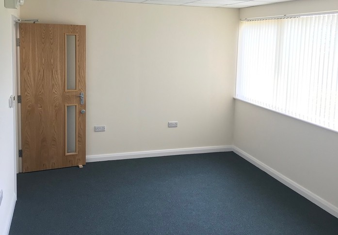 Smeaton Close HP19 office space – Private Office (different sizes available)