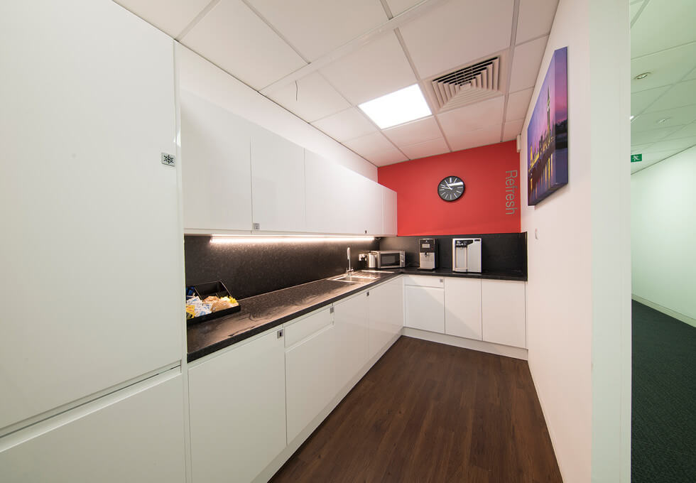 Broadway HP6 office space – Kitchen