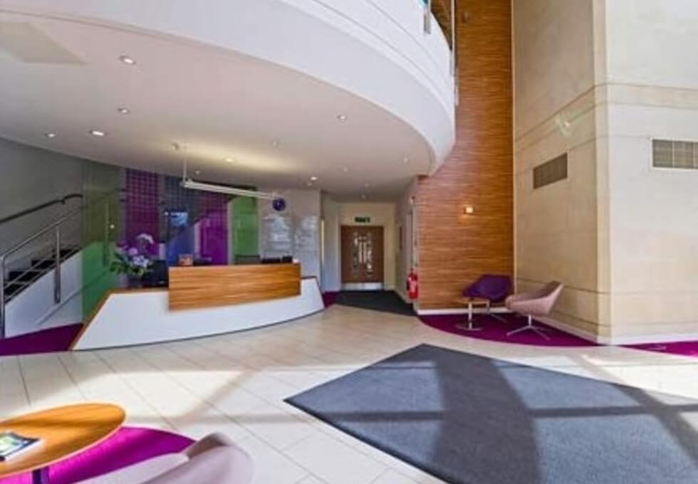 Crockford Lane RG21 office space – Reception