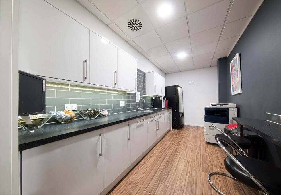 Herald Way DE74 office space – Kitchen