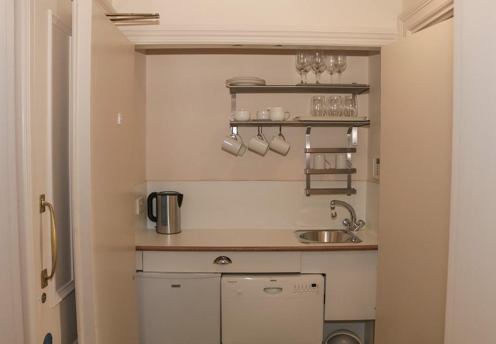 Eccleston Square SW1 office space – Kitchen