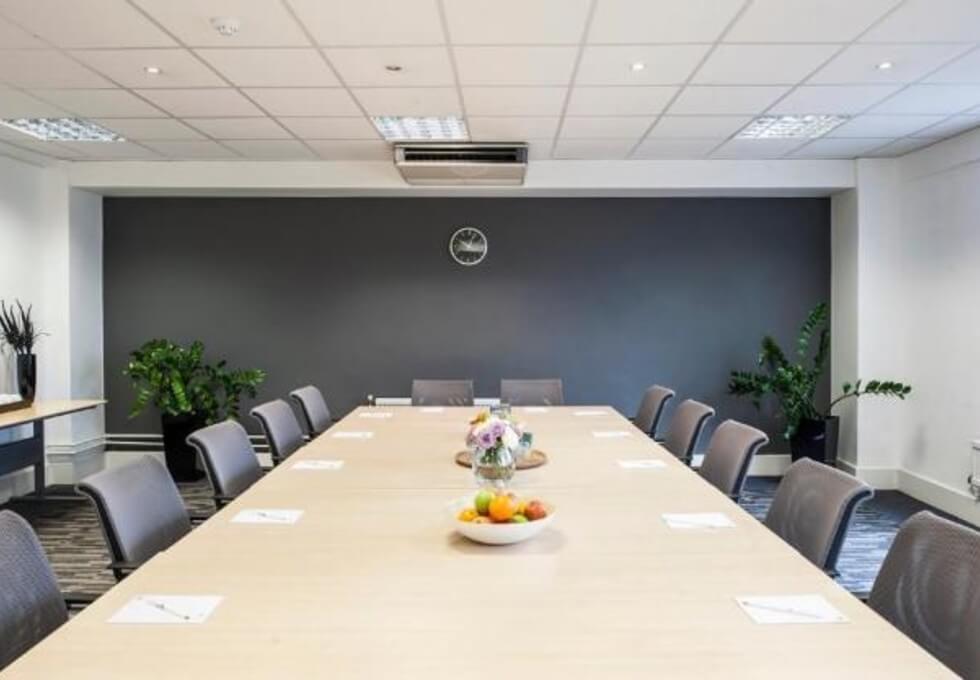 Grosvenor Gardens SW1 office space – Meeting/Boardroom