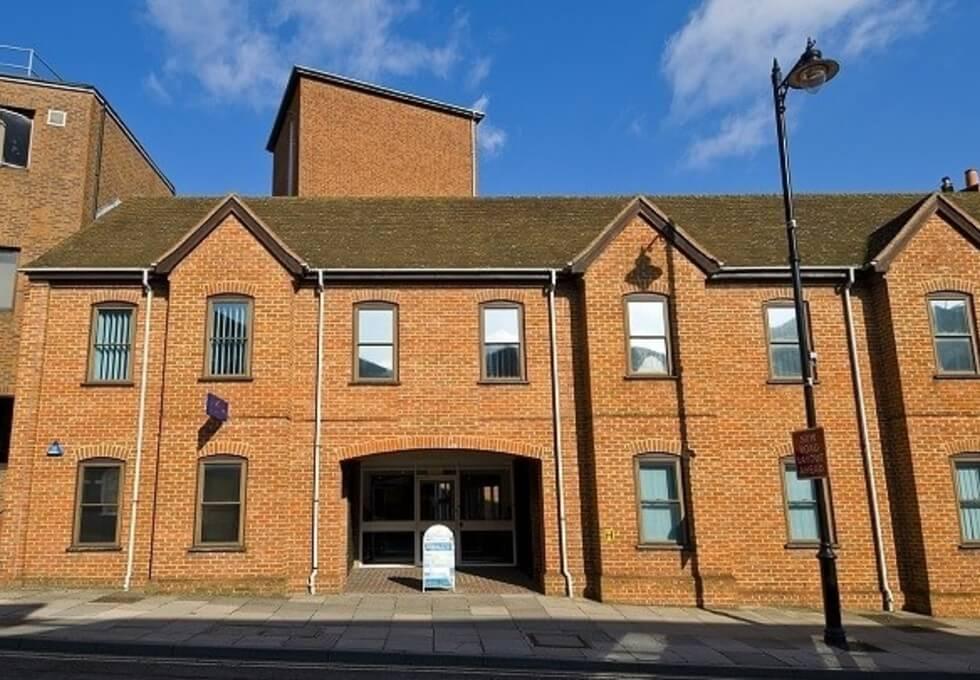 Oxford Street RG2 office space – Building External