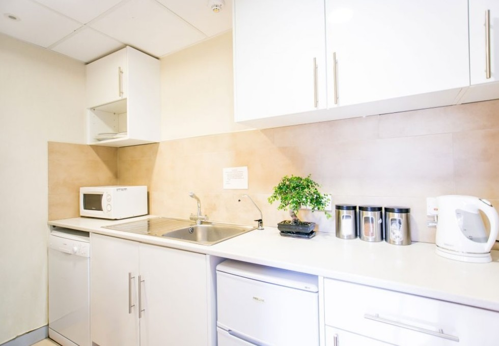 Bunns Lane NW7 office space – Kitchen