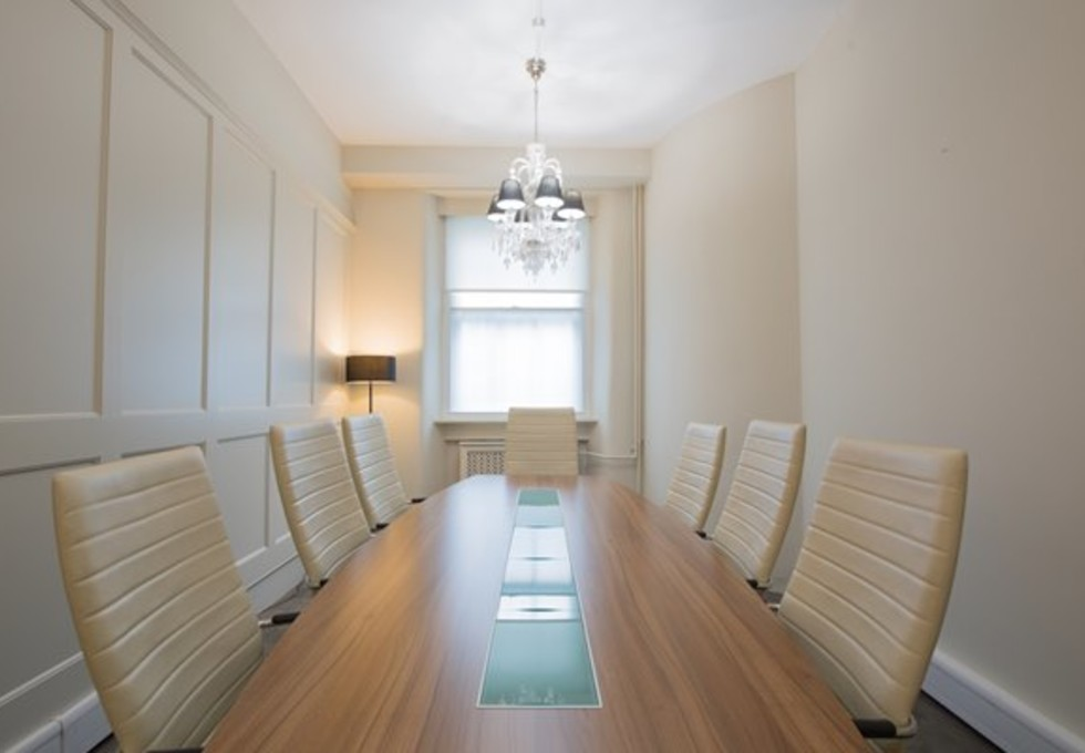Grosvenor Gardens SW1W office space – Meeting/Boardroom