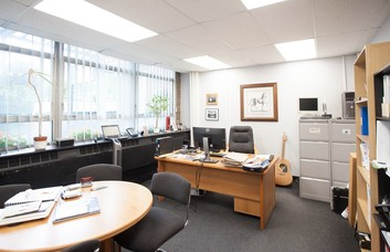 Greenhill  Crescent WD1 office space – Private Office (different sizes available)