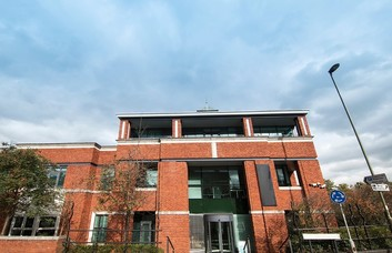 Farnham Road GU1 office space – Building External