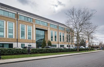 Arlington Square RG12, RG42 office space – Building External