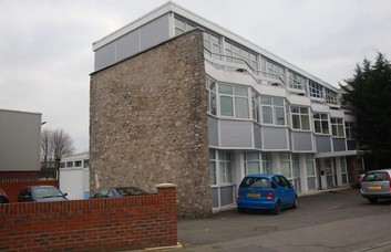 Amberley Way TW3 office space – Building External