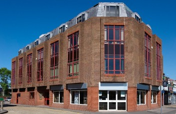 Uxbridge Road UB3 office space – Building External