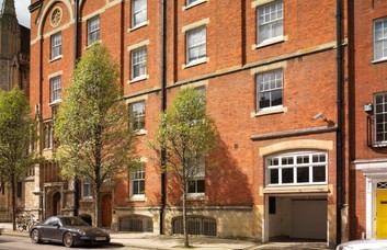 Farm Street W1 office space – Building External
