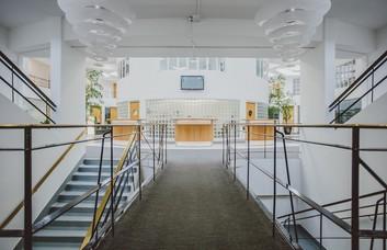 Beehive Ring Road RH6 office space – Atrium