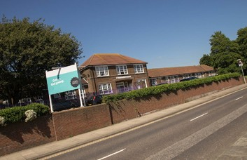 Old Shoreham Road BN3 office space – Building External