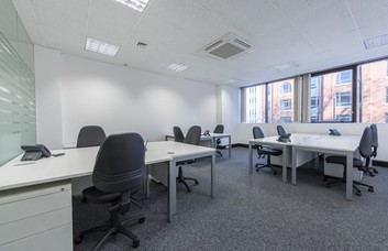 Vauxhall Bridge Road SW1 office space – Private Office (different sizes available)