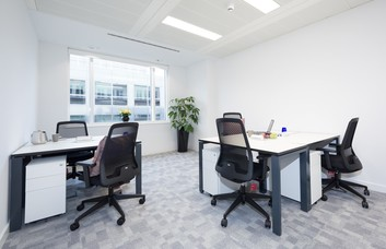 Cavendish Square W1G office space – Private Office (different sizes available).