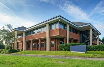 Manor Royal RH10 office space – Building External