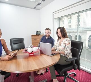 Mayfair Place W1 office space – Meeting/Boardroom.