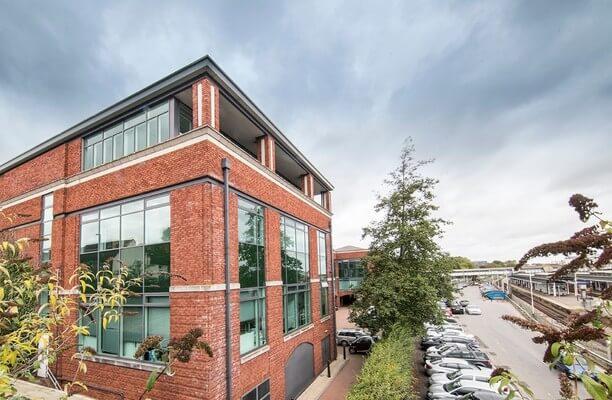 Farnham Road GU1 office space – Building External