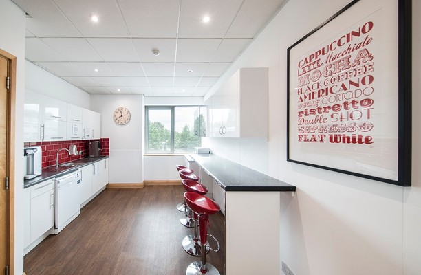 Highbridge UB8 office space – Kitchen