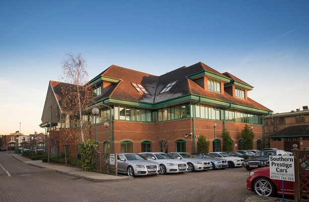 Regent Park KT22 office space – Building External