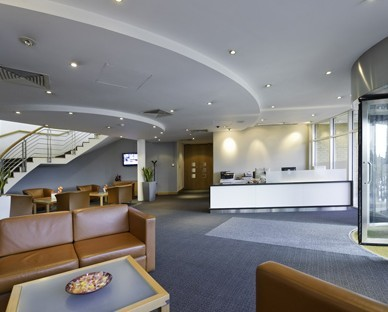 Wellington Way KT13 office space – Reception