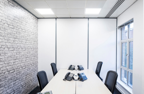 Clarendon road RH1 office space – Meeting/Boardroom.