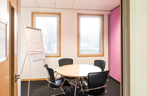 Bath Road UB7,UB10 office space – Meeting/Boardroom.