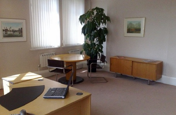 Piccadilly W1 office space – Private Office (different sizes available).