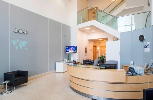 London Road RH2 office space – Foyer