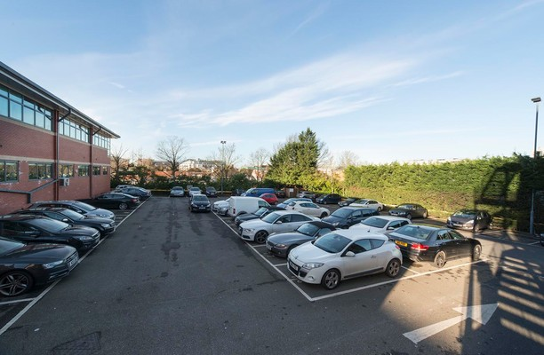 Manor Way WD6 office space – Parking