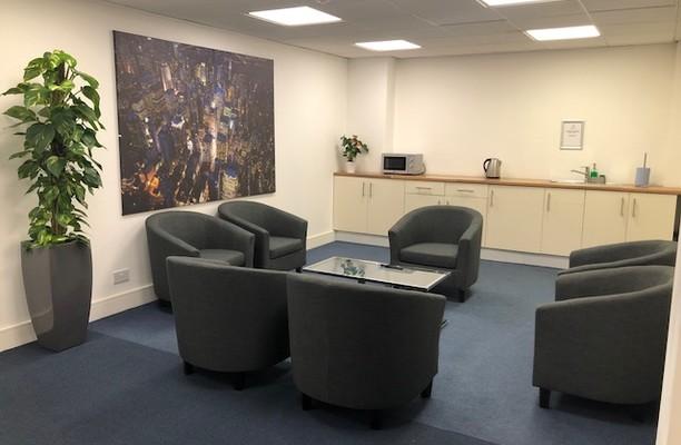Uxbridge Road UB3, UB4 office space – Kitchen