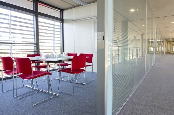 Butterfield LU1 office space – Meeting/Boardroom.
