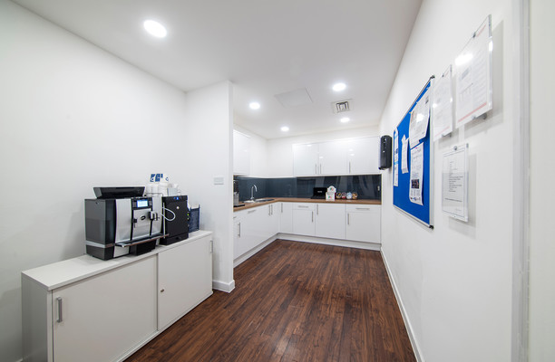 Victoria Square AL1 office space – Kitchen