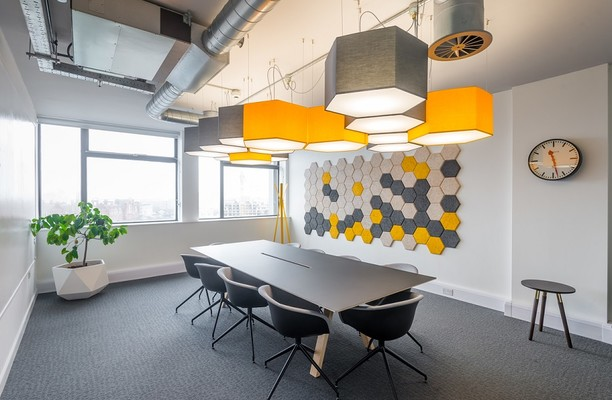 Portland Street M1 office space – Meeting/Boardroom.
