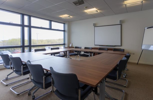 Begg Road KY1, KY2 office space – Meeting/Boardroom.
