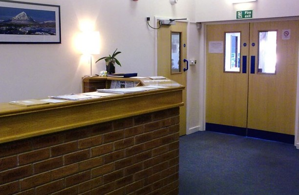 Queens Lane CH7 office space – Reception