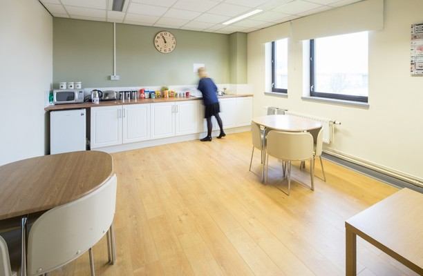 Oaks Lane S70 office space – Kitchen