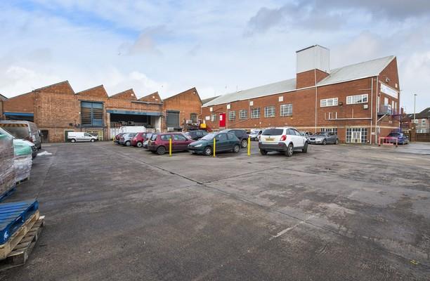 Bristol Road GL1 office space – Building External