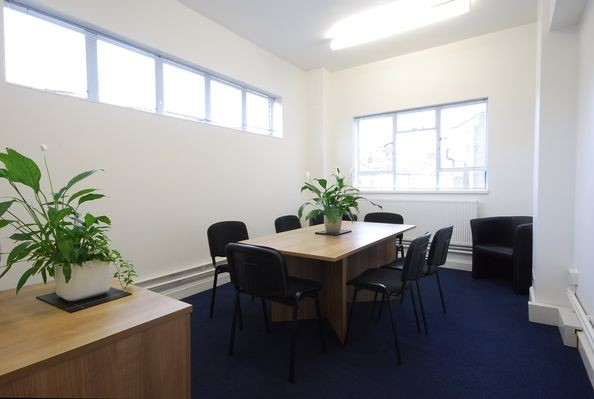 Falcon Road SW2, SW11 office space – Meeting/Boardroom.