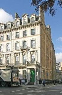 Grosvenor Crescent SW1 office space – Building External