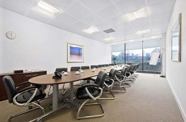 Whitehall Road LS1 office space – Meeting/Boardroom.