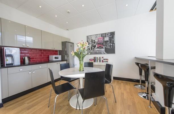 Vauxhall Bridge Road SW1 office space – Kitchen