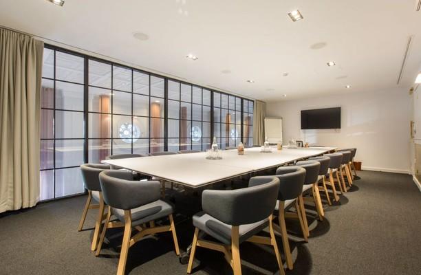 Liverpool Street EC2 office space – Meeting/Boardroom.