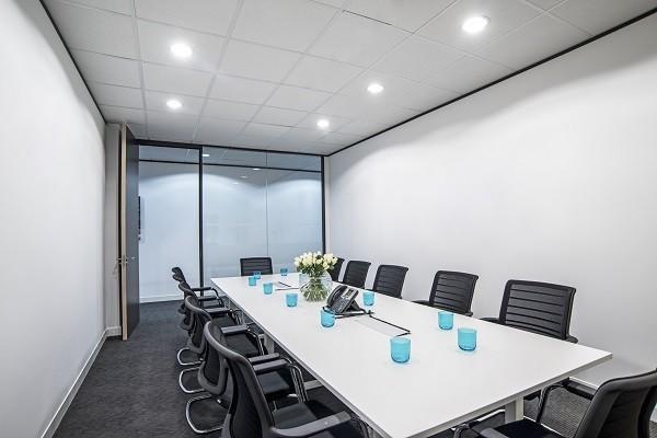 Kensington High Street W8 office space – Meeting/Boardroom.