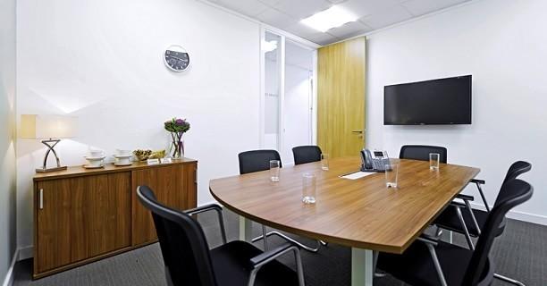 International Avenue AB10 office space – Meeting/Boardroom.