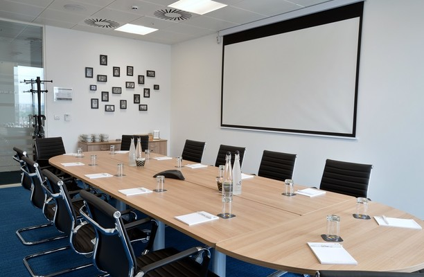 Blue Tower M2 office space – Meeting/Boardroom.