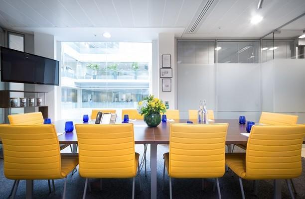 St Paul's Churchyard EC1 office space – Meeting/Boardroom.